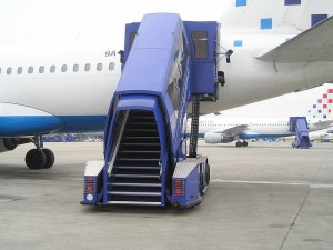 800px-Stairs_on_aircraft